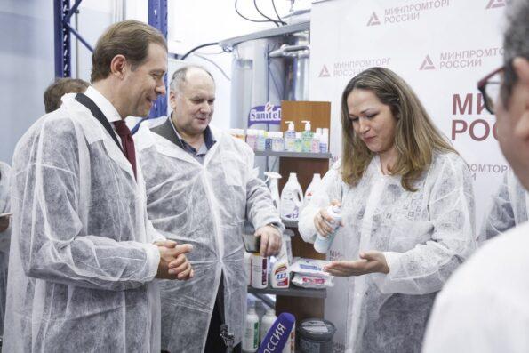 Министр промышленности и торговли Денис Мантуров посетил производство компании «Бентус лаборатории».